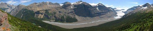 Panoramic from Parker's Ridge of the Saskatchewan Glacier